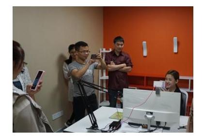 创业商家参观金华腾讯众创空间,网红+直播+电