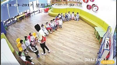 監控視頻拍到工作人員給幼兒灌芥末