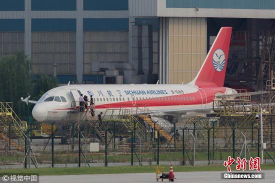 26,从重庆江北国际机场出发前往拉萨的四川航空3u8633次航班在成都