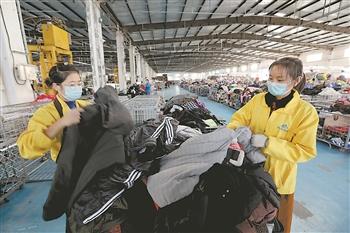 中国每年被丢弃的衣服约有5000万吨 旧衣回收市场待开发